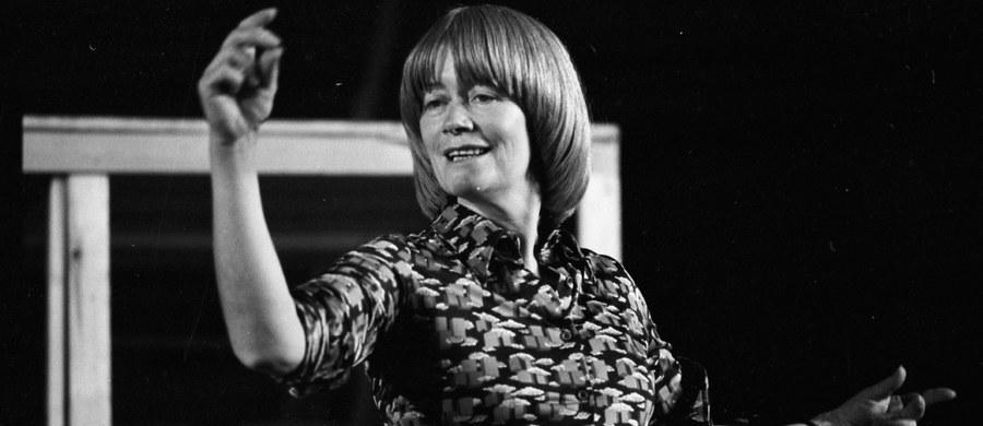 Uroczystości pogrzebowe aktorki Aliny Janowskiej odbędą się w południe 20 listopada w kościele św. Stanisława Kostki w Warszawie, a następnie na Powązkach Wojskowych. Zakończy je wieczór wspomnień w Forcie Sokolnickiego - poinformowała Maria Wilma z ZASP. Alina Janowska, jedna z najpopularniejszych polskich aktorek filmowych, teatralnych, estradowych i telewizyjnych zmarła w poniedziałek. Miała 94 lata.
