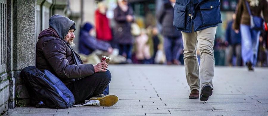 W niedzielę w 10 restauracjach w rejonie Panteonu w Rzymie grupa ubogich i bezdomnych zje za darmo obiad. Inicjatywa towarzyszy obchodom pierwszego Światowego Dnia Ubogich, ustanowionego przez papieża Franciszka.