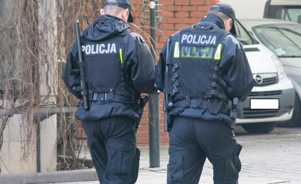 Policyjny pościg w Legionowie koło Warszawy. W nocy kierowca mercedesa nie zatrzymał się tam do kontroli drogowej.