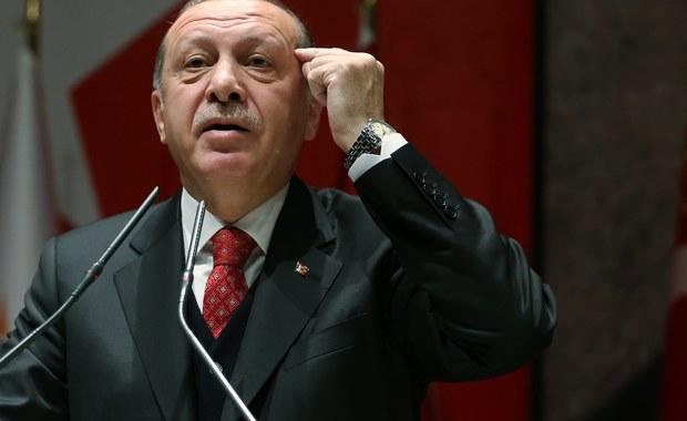 """Sekretarz generalny NATO osobiście powiadomił prezydenta Turcji, że zastosowano """"środki dyscyplinarne"""" wobec osoby, która umieściła jego nazwisko na liście wrogów podczas niedawnych ćwiczeń Sojuszu w Norwegii - poinformował w niedzielę przedstawiciel NATO."""