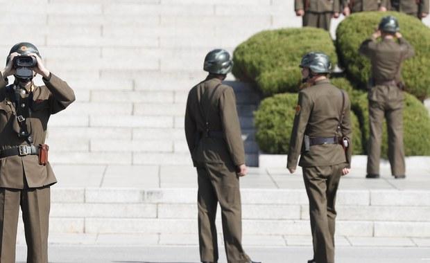 Makabryczne znalezisko w organizmie północnokoreańskiego żołnierza, który został postrzelony przez kolegów, kiedy uciekał do Korei Południowej. W jego ciele chirurdzy znaleźli co najmniej kilkanaście pasożytów.