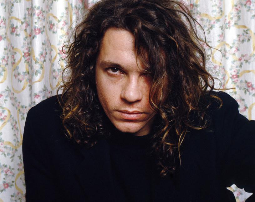 Dwie dekady temu, 22 listopada 1997 roku, wokalista zespołu INXS, został znaleziony martwy w pokoju hotelowym w Sydney. Do dziś ta tragiczna śmierć budzi mnóstwo wątpliwości.