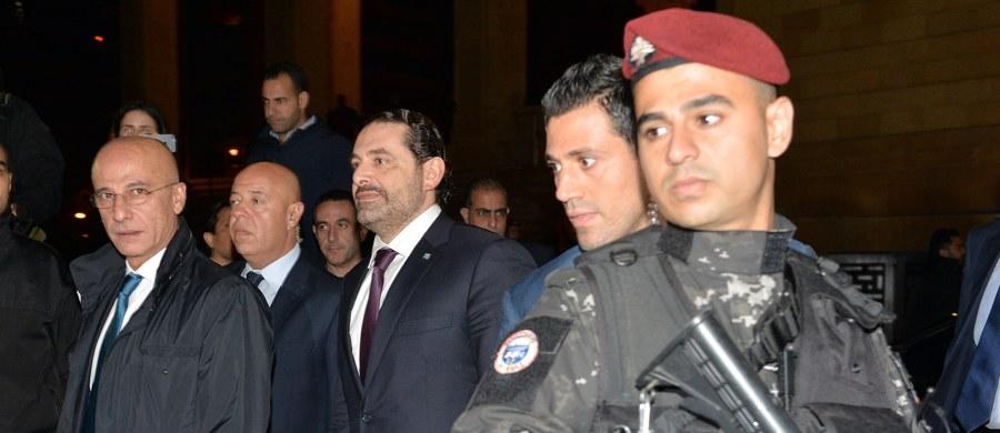 Premier Libanu Saad Hariri, który na początku listopada niespodziewanie z terytorium Arabii Saudyjskiej ogłosił, że ustępuję ze stanowiska, we wtorek późnym wieczorem powrócił do kraju - poinformowały źródła rządowe w Bejrucie.