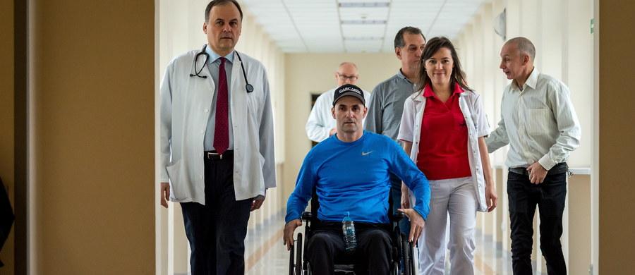 Lekarze z 10 Wojskowego Szpitala Klinicznego w Bydgoszczy przyznawali na środowej konferencji prasowej, że u żużlowca Tomasza Golloba utrzymuje się głęboki niedowład kończyn dolnych. Wskazali, że rehabilitacja sportowca w warunkach szpitalnych dobiega końca.