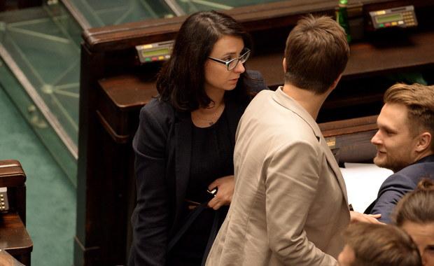 Gdzie jest prezydent? - pytali posłowie opozycji w trakcie sejmowej debaty nad prezydenckim projektem nowelizacji ustawy o KRS. Pojawiło się też pytanie o szefa MON Antoniego Macierewicza - czy prawdą jest, że ma on zostać ambasadorem RP w Waszyngtonie.
