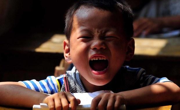 Chińska policja zatrzymała przedszkolankę jednego z przedszkoli w Pekinie w ramach śledztwa dotyczącego domniemanego molestowania seksualnego w tej placówce. Według mediów podopieczni mieli być kłuci igłami i połykać niezidentyfikowane pigułki.