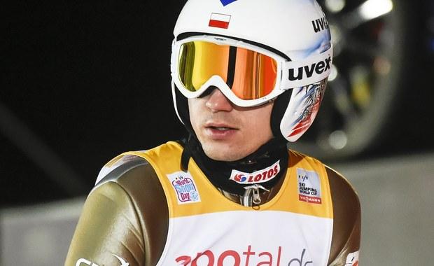 Sześciu Polaków wystąpi dziś w konkursie Pucharu Świata w skokach narciarskich w fińskim Kuusamo. W piątkowych kwalifikacjach triumfował Austriak Stefan Kraft - 144 m. Najlepszy z biało-czerwonych Kamil Stoch skoczył 127,5 m i był dziewiąty.