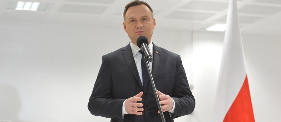 Nigdy nie podważałem kandydatur 14 oficerów, które szef MON przedstawił mi do awansów na stopnie generalskie - oświadczył prezydent Andrzej Duda. W piątek MON poinformowało o wycofaniu tych kandydatur.