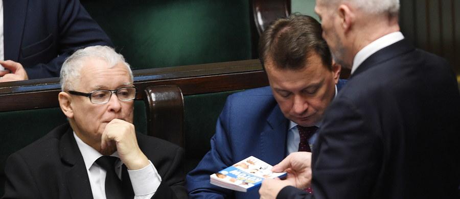 """Prezydent Andrzej Duda uważa, że """"byłoby czymś naturalnym"""" ewentualne objęcie funkcji premiera przez lidera większości parlamentarnej, czyli Jarosława Kaczyńskiego. Zastrzegł jednocześnie, że to do tej większości należy wskazanie, kto ma być szefem rządu."""
