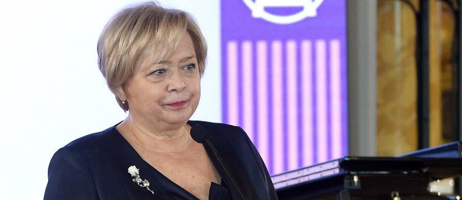 I prezes Sądu Najwyższego Małgorzata Gersdorf zapowiedziała, że nie wystąpi do prezydenta Andrzeja Dudy o przedłużenie możliwości orzekania w przypadku wejścia w życie ustawy o SN zaproponowanej przez prezydenta. Wyjaśniła, że nie chce legitymizować niekonstytucyjnych, jej zdaniem, zmian.