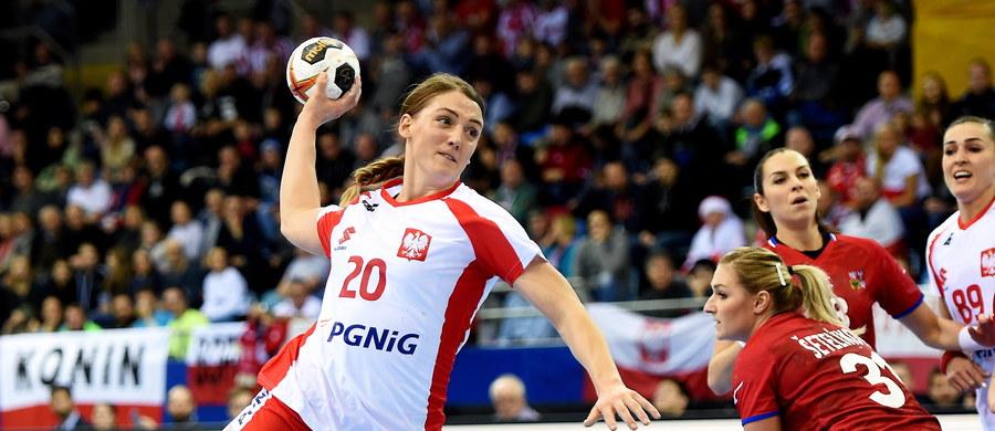 Polska przegrała w Bietigheim-Bissingen z Czechami 25:29 (15:12) w swoim drugim meczu grupy B mistrzostw świata piłkarek ręcznych w Niemczech. W pierwszym spotkaniu w sobotę biało-czerwone wygrały ze Szwecją 33:30.