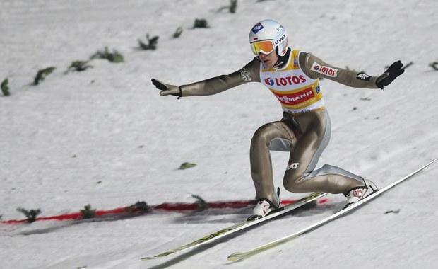 Kamil Stoch zajął siódme, a Maciej Kot ósme miejsce w konkursie Pucharu Świata w skokach narciarskich w Niżnym Tagile. Wygrał Niemiec Andreas Wellinger, drugi był sobotni triumfator i lider klasyfikacji generalnej jego rodak Richard Freitag, a trzeci Austriak Stefan Kraft.