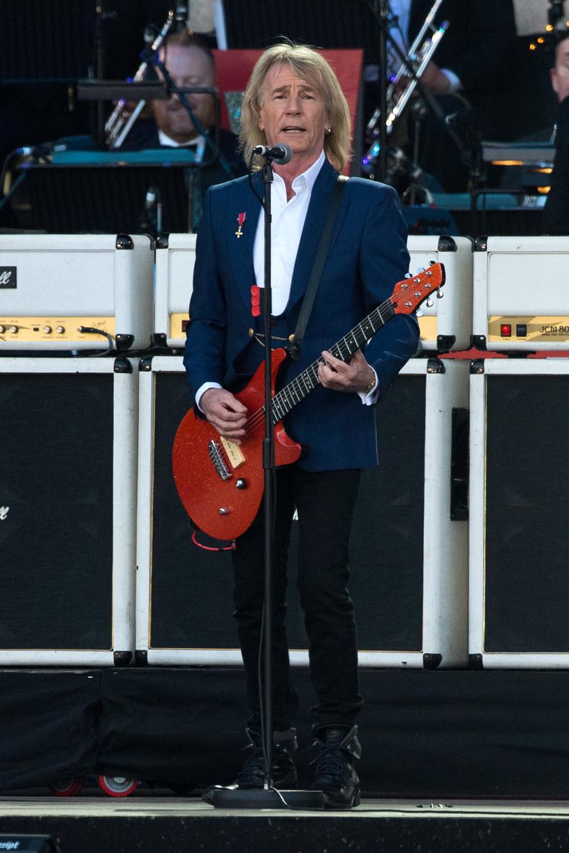Syn Ricka Parfitta, gitarzysty grupy Status Quo, poinformował, że dokończył prace nad jego solowym debiutem. Brytyjski rockman zmarł w grudniu 2016 r.
