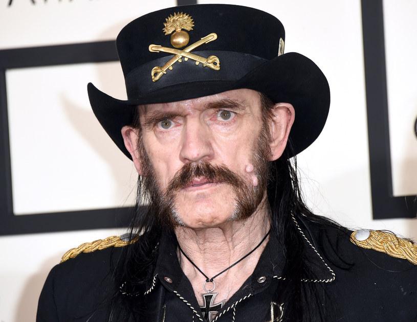 """Do sieci trafił utwór Chrisa Declarqa pt. """"We Are The Ones"""", na którym gościnnie pojawił się Lemmy Kilmister."""