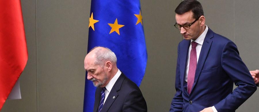 Jeszcze dziś rezygnacja Beaty Szydło ma trafić do prezydenta, a nominacje na szefa rządu otrzyma dotychczasowy wicepremier Mateusz Morawiecki. Z kolei już w najbliższy wtorek nowy premier ma przed Sejmem wygłosić exposé, choć prawdziwy skład jego nowego gabinetu mamy poznać dopiero w styczniu. To obejście absolutnie jasnych procedur konstytucji.