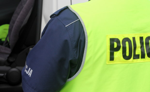 Fachowa wiedza i zimna krew dyżurnego Komendy Powiatowej Policji w Jaworze pomogła uratować 2-letniego chłopca. Aspirant słysząc w słuchawce kobietę mówiącą o duszącym się chłopcu, natychmiast poinstruował ją, co ma robić.