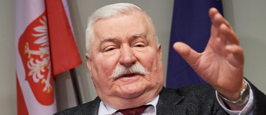 """""""Z obecnego otoczenia Kiszczaków zgłoszono się do mnie z ciekawą propozycją. Jeśli Pani Kiszczakowa nie ujawni prawdy, jak powstały teczki i kto ją w nie wrobił, to ja to ujawnię"""" - napisał na Twitterze były prezydent Lech Wałęsa odnosząc się do materiałów dot. współpracy TW """"Bolka"""" z SB. Zapowiedział też złożenie zawiadomienia do prokuratury."""