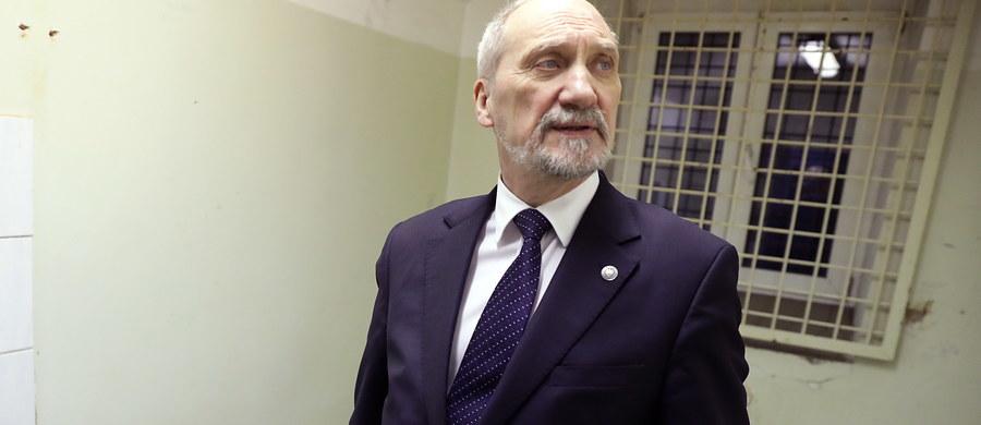 Nie mam wątpliwości, co do trafności decyzji Służby Kontrwywiadu Wojskowego w sprawie gen. bryg. Jarosława Kraszewskiego, choć oczywiście nie znam szczegółów - powiedział PAP szef MON Antoni Macierewicz, pytany o komentarz dotyczący odwołania się oficera z BBN od decyzji SKW.