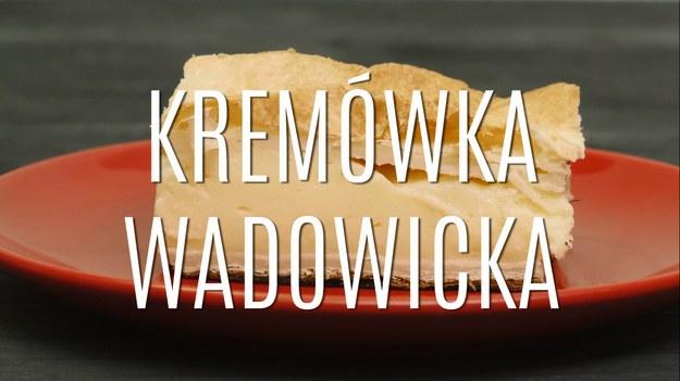 – Po maturze chodziliśmy na kremówki – wspominał papież Jan Paweł II. Oczywiście mówił o kremówkach wadowickich. Jak zrobić ciastko, którym zajadał się sam Karol Wojtyła? Poznaj prosty przepis na oryginalne kremówki wadowickie. Już nie musisz jechać do rodzinnego miasta papieża, kremówkę wadowicką możesz zjeść bez wychodzenia z domu.