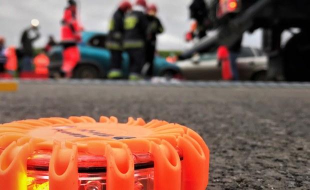 Osiem osób zostało rannych w zderzeniu autobusu z autem osobowym na obrzeżach Częstochowy. Wszyscy ranni trafili do szpitala. Przechodzą badania.