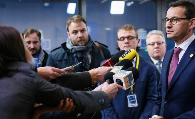"""Jeszcze dzisiaj wieczorem """"spotkanie ostatniej szansy"""" między premierem Morawieckim a szefem Komisji Europejskiej, Jean-Claude, Junckerem. Juncker w rozmowie z dziennikarką RMF FM Katarzyną Szymańską-Borginon wyraźnie dał zachęcający sygnał """" Chciałbym wierzyć, że nasze relacje staną się przyjazne i łagodniejsze"""" - stwierdził."""