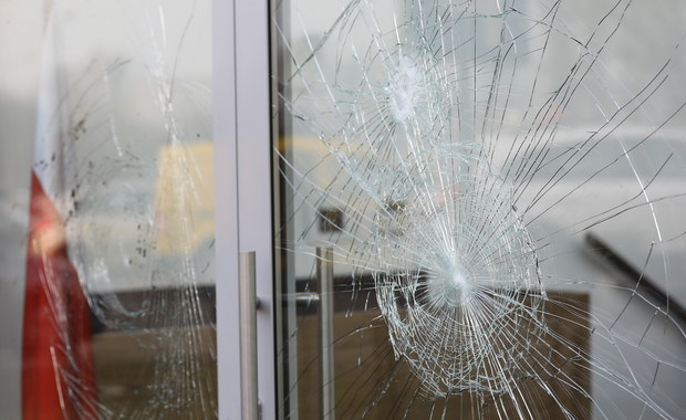 Policja zatrzymała mężczyznę podejrzanego o rozbicie kilkunastu szyb w siedzibie Ośrodka Kultury Muzułmańskiej w Warszawie. W mieszkaniu 34-latka policjanci znaleźli ulotki nawołujące do nienawiści na tle różnic wyznaniowych - dowiedziała się PAP w KSP.
