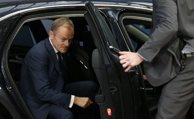 Mam nadzieję, że Komisja Europejska nie uruchomi art. 7 unijnego traktatu wobec Polski - oświadczył w Brukseli przewodniczący Rady Europejskiej Donald Tusk. Przyznał też, że zaproponował spotkanie premierowi Mateuszowi Morawieckiemu i liczył, że uda się im spotkać, ale nie dostał odpowiedzi.