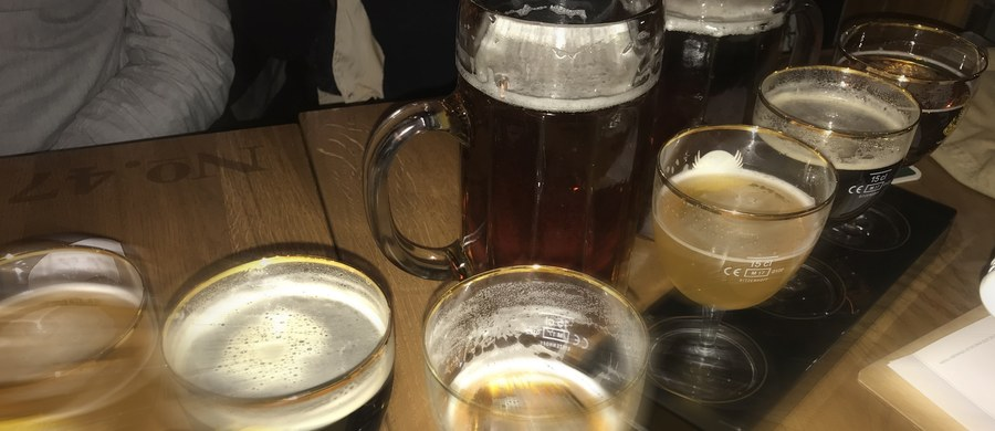 Senatorowie przyjęli trzy poprawki do nowelizacji ustawy o ograniczeniu sprzedaży alkoholu. Dotyczą one m.in. zakazu picia alkoholu w miejscach publicznych. Nowelizacja wróci teraz do Sejmu.