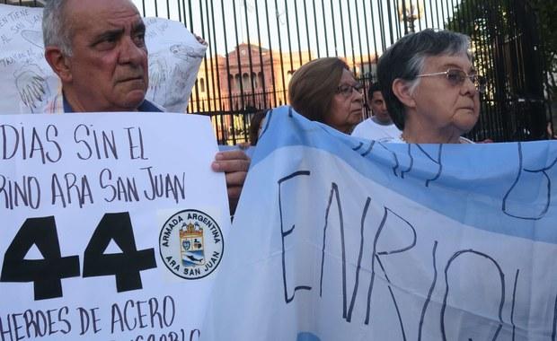 """Dowódca argentyńskiej marynarki wojennej admirał Marcelo Eduardo Hipolito Sur został odwołany miesiąc po zaginięciu na południowym Atlantyku okrętu podwodnego z 44-osobową załogą - poinformował w sobotę rzecznik rządu w Buenos Aires. Potwierdził tym samym podawane wcześniej przez gazetę """"La Nacion"""" informacje, że admirała odwołał minister obrony."""