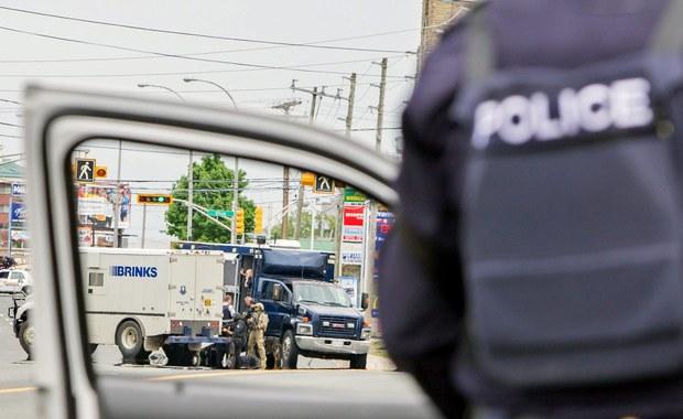 """Wydział zabójstw policji w Toronto przejął śledztwo ws. niewyjaśnionej śmierci kanadyjskiego miliardera Barry'ego Shermana i jego żony Honey. Upublicznione wyniki autopsji wskazują, że ich śmierć nastąpiła na skutek """"wywierania ucisku na narządy szyi""""."""