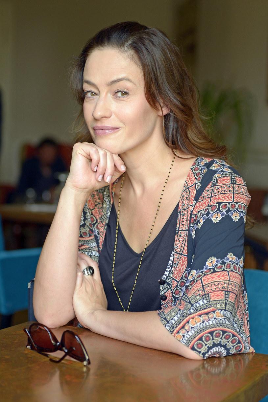 """Magdalena Różczka ma ostatnio szczęście do ról dziennikarek. Najpierw wcieliła się w prezenterkę radiową w """"Listach do M. 3"""", a w przyszłym roku zobaczymy ją jako ekstrawagancką pogodynkę w komedii romantycznej """"Serce nie sługa""""."""