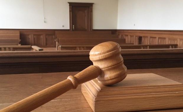 Kary po 7 lat więzienia wymierzył katowicki sąd byłemu dyrektorowi katowickiego oddziału Generalnej Dyrekcji Dróg Krajowych i Autostrad Krzysztofowi R. oraz jego zastępcy Henrykowi P. Zostali oni uznani za winnych przyjęcia prawie 1,9 mln złotych łapówek od jednej z firm.