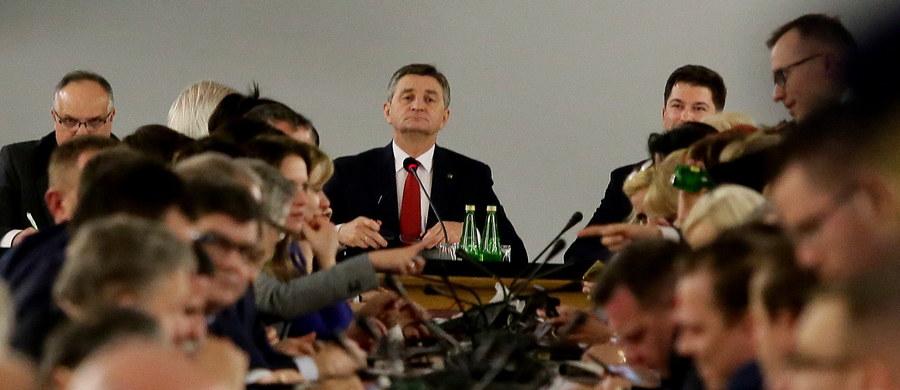 Mamy niezależność sądów w Polsce i ja ją szanuję; sędziowie mają prawo podejmować decyzję w oparciu o swój mandat niezawisłości - powiedział premier Mateusz Morawiecki odnosząc się do decyzji warszawskiego sądu, który uchylił umorzenie śledztwa ws. posiedzenia Sejmu z 16 grudnia 2016 roku.