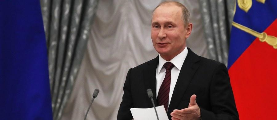 Rosyjski opozycjonista Aleksiej Nawalny powiedział w wywiadzie dla agencji AP, że w uczciwych wyborach prezydenckich pokonałby Władimira Putina. Dodał, że dopóki Kreml kontroluje przekaz telewizyjny, nie ma szans na zwycięstwo.