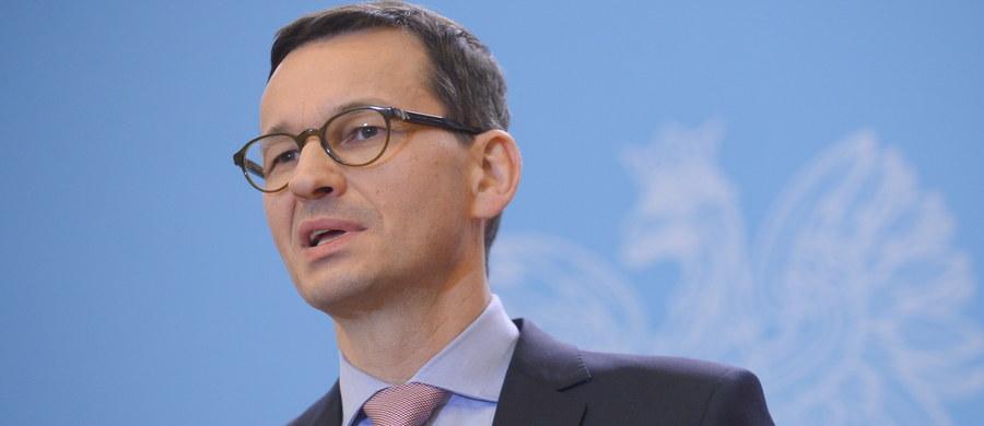 """Jeżeli KE zdecyduje się uruchomić wobec Polski artykuł 7 unijnego Traktatu, to będzie to jej suwerenna decyzja - powiedział premier Mateusz Morawiecki. Wyraził nadzieję, że w ciągu kilkunastu miesięcy między Polską a KE uda się wypracować """"płaszczyznę współpracy""""."""