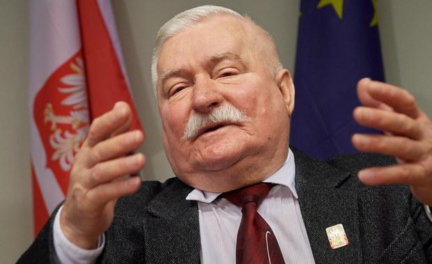 """""""Bardzo proszę Unię i innych przyjaciół Polski o jeszcze bardziej zdecydowane działania dyscyplinujące"""" – napisał na Facebooku były prezydent Lech Wałęsa. Podkreślił też, że w jego ocenie nie będzie to działanie przeciwko Polsce, ale odpowiedź na nieodpowiedzialne poczynania rządu."""