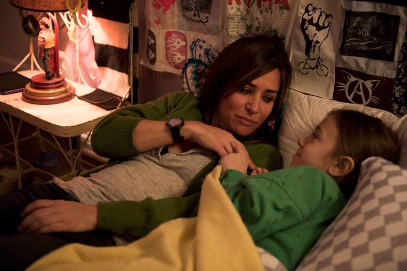 """Pamela Adlon jako matka, która stara się spełniać swoje marzenia i zarabiać na życie jako aktorka w Los Angeles. Dwa sezony serialu """"Lepsze życie"""" są już dostępne w serwisie HBO GO. Premiera antenowa została zaplanowana na sobotę, 23 grudnia, o godz. 12.15 w HBO3."""