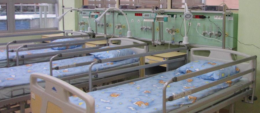 Blisko tysiąc osób ewakuowano z zespołu szkół przy ul. Sobieskiego w Grudziądzu. Rozpylono tam drażniącą substancję. Do szpitala trafiło 19 uczniów.