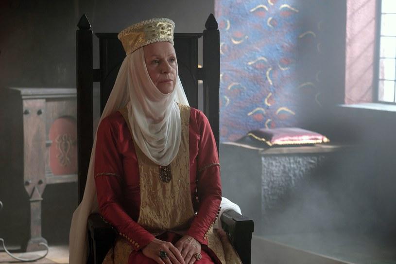 """Rodzinne konflikty, miłość, dworskie intrygi oraz bezwzględna walka o wpływy. Do tego piękne kostiumy, wnętrza i plenery – to wszystko zobaczymy w serialu """"Korona królów"""", sadze opowiadającej o życiu ostatnich Piastów."""