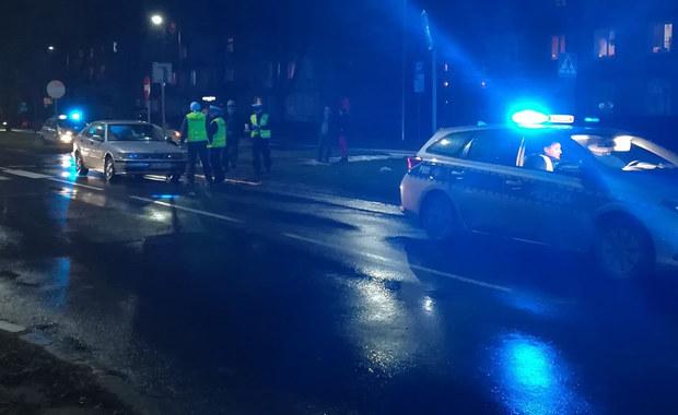 Dwie nastolatki zostały potrącone na Alei Bielskiej w Tychach. Informację i zdjęcia z miejsca zdarzenia dostaliśmy na Gorącą Linię RMF FM.