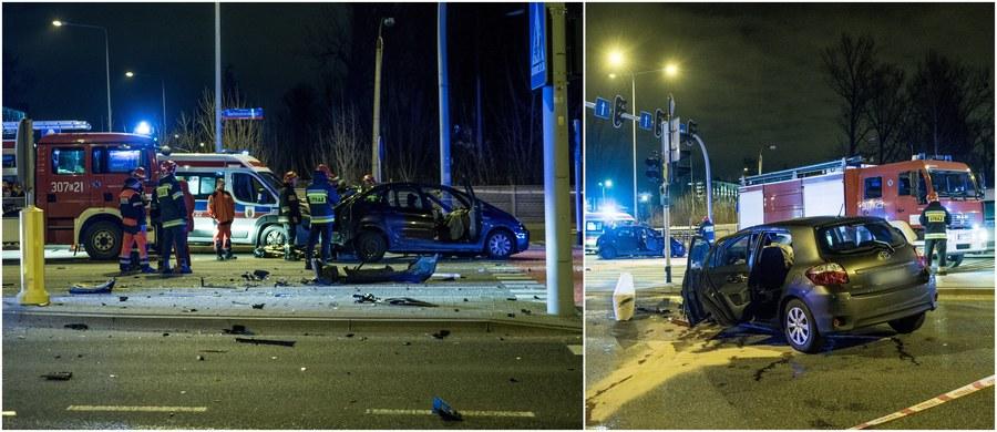 Nieustąpienie pierwszeństwa przejazdu było przyczyną tragicznego wypadku na trasie Górnej w Łodzi. Tę wersję - jak dowiedziała się reporterka RMF FM Agnieszka Wyderka - potwierdziły pierwsze analizy monitoringu. Przypomnijmy, w nocy z 25 na 26 grudnia w zderzeniu dwóch aut zginęły trzy osoby, a siedem zostało rannych.