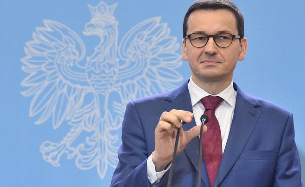 """Po święcie Trzech Króli będą znane zmiany w Radzie Ministrów – zapowiedział premier Mateusz Morawiecki. O zaplanowanym na 9 stycznia spotkaniu z szefem Komisji Europejskiej Jeanem-Claudem Junckerem premier powiedział: """"Chcemy wyjaśniać naszym partnerom na czym polega konieczność reformy wymiaru sprawiedliwości w Polsce. I na czym polegały głębokie nieprawidłowości, a w wielu sytuacjach po prostu patologie tego systemu wymiaru sprawiedliwości""""."""