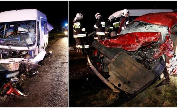 Poważny wypadek w Dobrzeniu Małym koło Opola. Bus czołowo zderzył się tam z samochodem osobowym. Zginęła jedna osoba, a 13 jest rannych. Sygnał w tej sprawie i zdjęcia z miejsca wypadku dostaliśmy od Słuchaczy na Gorącą Linię RMF FM.