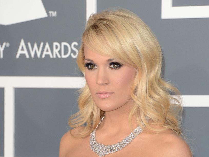 """Zwyciężczyni amerykańskiego """"Idola"""", wokalistka i gwiazda muzyki country, Carrie Underwood, zapowiedziała swoim fanom, że po założeniu 40 szwów na twarzy, może wyglądać nieco inaczej niż do tej pory."""