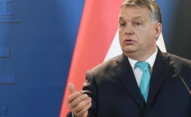 Procedura wszczęta przez Komisję Europejską wobec Polski nie ma podstaw i samo postępowanie jest nieprawidłowe, wspólnota losu Europy Środkowej nakazuje Węgrom stanąć przy boku Polski - ocenił premier Węgier Viktor Orban. Dodał, że nie można łączyć kwestii budżetu UE z kwestią praworządności.