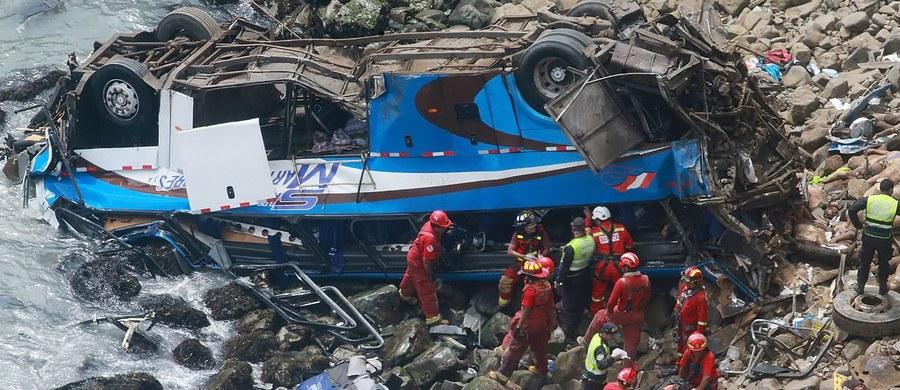 Do 51 wzrosła liczba ofiar śmiertelnych wtorkowego wypadku autobusu w Peru - poinformowało w środę ministerstwo zdrowia tego kraju. W ostatnich godzinach z wraku pojazdu wydobyto kolejne trzy ciała.