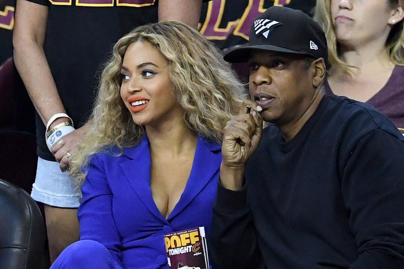 """W sieci zobaczyć można najnowszy teledysk, a raczej krótkometrażowy film Jay-Z. Klip do """"Family Feud"""" wyreżyserowała Ava DuVernay, a ścieżkę dźwiękową stworzył do niego Flying Lotus."""