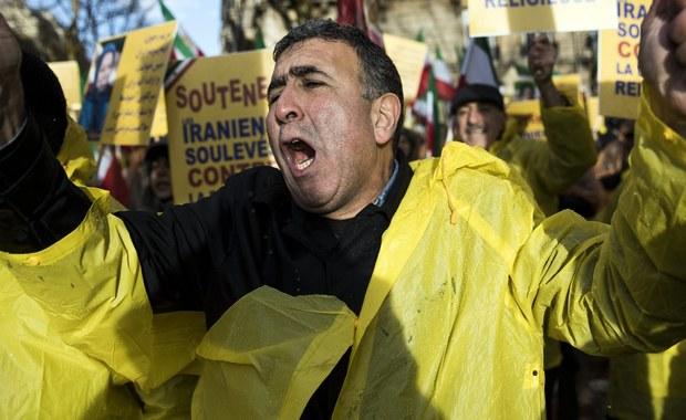 """Stały przedstawiciel Iranu przy Organizacji Narodów Zjednoczonych powiedział na spotkaniu Rady Bezpieczeństwa, że jego rząd ma """"twarde dowody"""", iż ostatnie protesty w Iranie były """"bardzo wyraźnie sterowane z zagranicy"""" - podał w sobotę Reuters."""