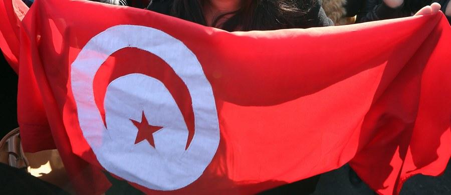 Tunezyjska policja użyła w poniedziałek gazu łzawiącego podczas starć z setkami ludzi, którzy protestowali w dwóch miastach przeciwko bezrobociu, wysokim cenom i nowym podatkom - podaje agencja Reutera, powołując się na mieszkańców.