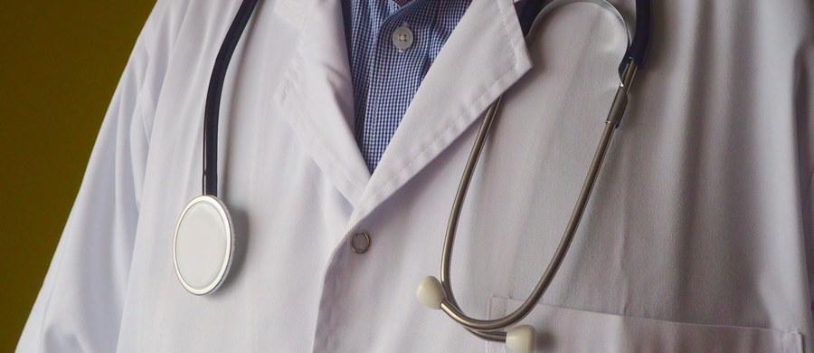 """""""Analizujemy czy w związku z tym, że lekarze rezydenci nie zachowali miesięcznego okresu wypowiedzenia klauzuli opt-out wystąpimy na drogę prawną"""" – powiedział PAP zastępca dyrektora ds. klinicznych i lecznictwa Klinicznego Szpitala Wojewódzkiego (KSW) nr 1 w Rzeszowie Krzysztof Gutkowski."""